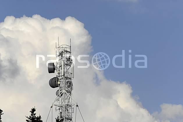 ae070143LE : Antennes de radio et télécommunications, Le Semnoz, Alpes.  Europe, CEE, C02 environnement, moyenne montagne, nuage (France).