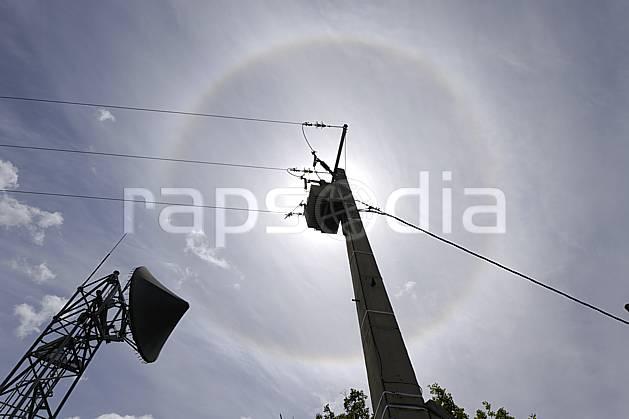 ae070200LE : Pilone électrique ligne moyenne tension, antenne de télécommunication et spectre de Brocken, Alpes.  Europe, CEE, pilone, antenne, C02 environnement, moyenne montagne, soleil (France).