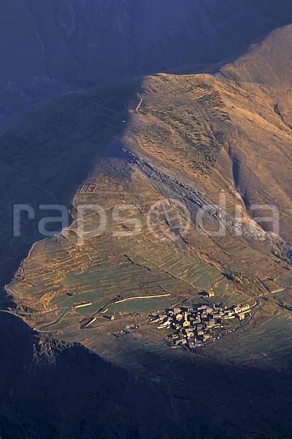 ae0846-25LE : Hameau de Ventelon, La Grave, Haute Alpes, Alpes.  Europe, CEE, village, vue aérienne, coucher de soleil, C02, C01 environnement, habitation, moyenne montagne (France).
