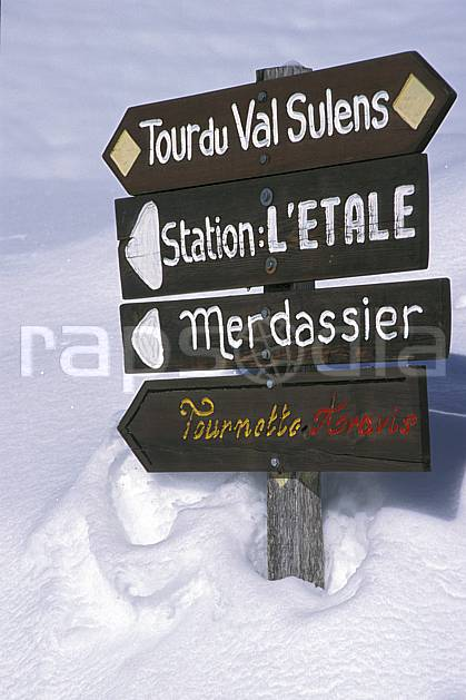 ae2141-32LE : Vallée de Manigod, Haute-Savoie, Alpes.  Europe, CEE, panneau, C02, C01 environnement, moyenne montagne, Annecy 2018 (France).