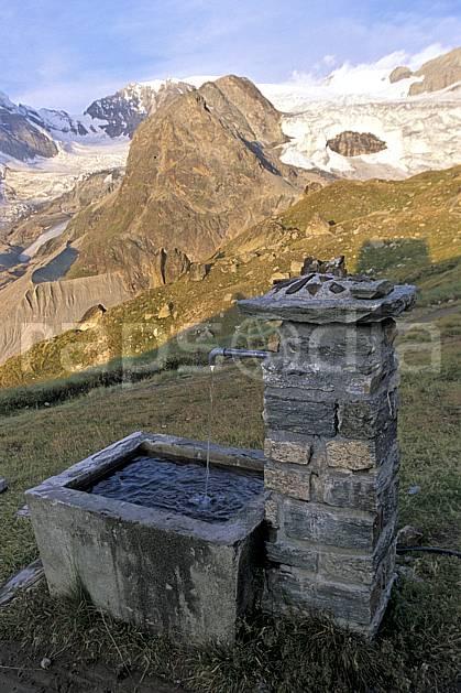 ae2529-19LE : Fontainel, Haute Route Chamonix / Zermatt, Alpes.  Europe, glacier, fontaine, C02, C01 environnement, moyenne montagne, patrimoine, paysage (Suisse).