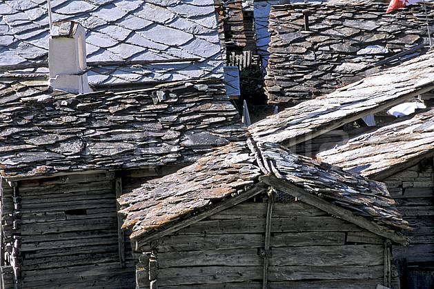 ae2532-09LE : Hameau de Zmutt près de Zermatt, Haute Route Chamonix / Zermatt, Alpes.  Europe, toit, pierre, ardoise, C02, C01 environnement, habitation, moyenne montagne, patrimoine (Suisse).