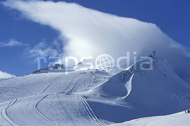 ae2899-27LE : Glacier de Tignes, Savoie, Alpes.  Europe, CEE, ciel nuageux, piste de ski, C02, C01 environnement, moyenne montagne, nuage, paysage (France).