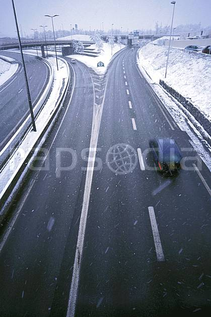 ae2909-21LE : Route sous la neige, Alpes.  Europe, EEC, bad weather, road, speed, car environment, middle mountain, transportation (France).