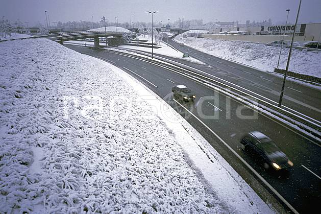 ae2909-27LE : Route sous la neige, Alpes.  Europe, EEC, bad weather, road, speed, car environment, middle mountain, transportation (France).
