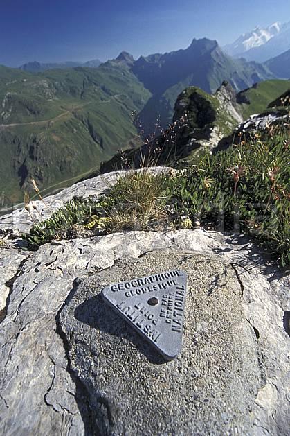 ae3015-05LE : Point géodésique, Beaufortin, Savoie, Alpes.  Europe, CEE, sommet, C02, C01 environnement, moyenne montagne, paysage (France).