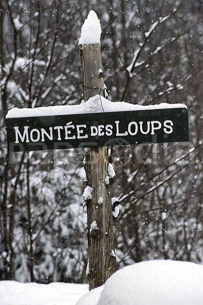 ae3105-15LE : Panneau indicateur.  Amérique du nord, Amérique, C02, C01 environnement, forêt, habitation, moyenne montagne, voyage aventure (Canada Québec).