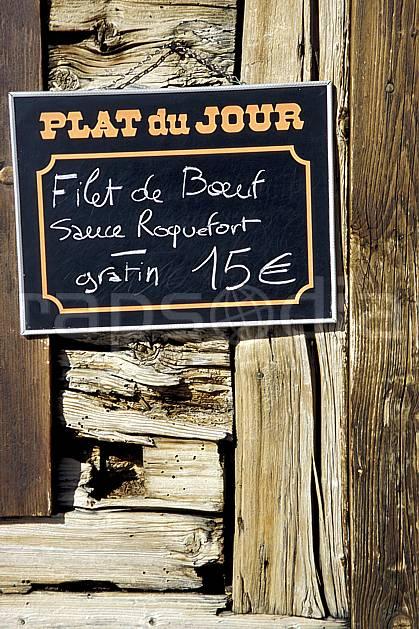 ae3122-03LE : Plat du jour, restaurant.  Europe, CEE, repas, repos, panneau, C02, C01 environnement, moyenne montagne (France).