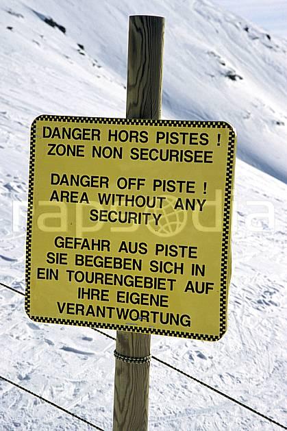 ae3122-08LE : Panneau indicateur, Signalisation des pistes.  Europe, CEE, panneau, risque, avalanche, C02, C01 environnement, moyenne montagne (France).