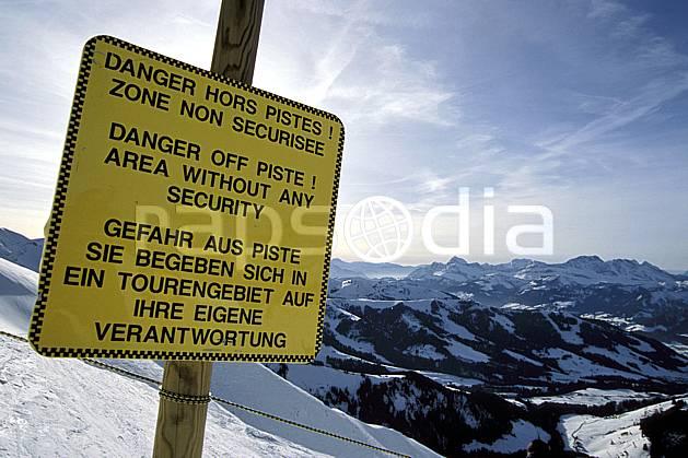 ae3122-09LE : Panneau indicateur, Signalisation des pistes.  Europe, CEE, panneau, risque, avalanche, C02, C01 environnement, moyenne montagne, paysage (France).