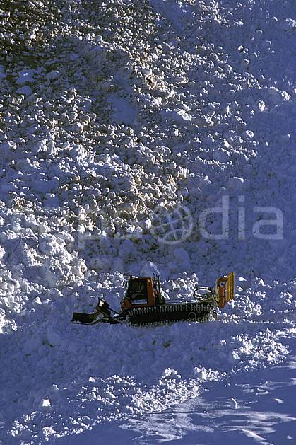 af0712-27LE : Engin de damage.  Europe, CEE, avalanche, chenillette, C02, C01 moyenne montagne, transport (France).