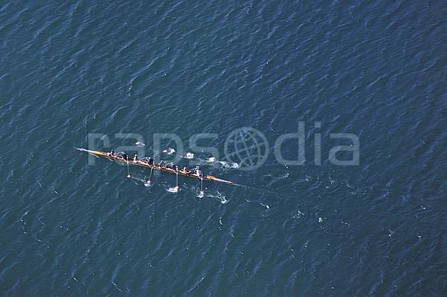 af0740-05LE : Aviron sur le lac d'Annecy, Haute-Savoie, Alpes.  Europe, CEE, aviron, bateau, vue aérienne, C02, C01 environnement, groupe, lac, personnage, transport, Annecy 2018 (France).