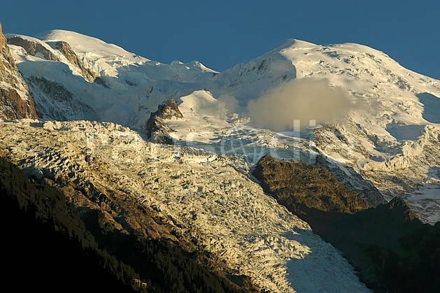 ba042093LE : Mont Blanc, dôme du Goûter, glacier des Bossons, Haute-Savoie, Alpes.  Europe, CEE, glacier, sérac, crevasse, mur, falaise, C02, C01 haute montagne, paysage, Annecy 2018 (France).