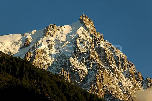 ba042096LE : Aiguille du Midi, Massif du Mont Blanc, Haute-Savoie, Alpes.  Europe, CEE, coucher de soleil, glacier, falaise, pic, C02, C01 haute montagne, moyenne montagne, paysage, Annecy 2018 (France).