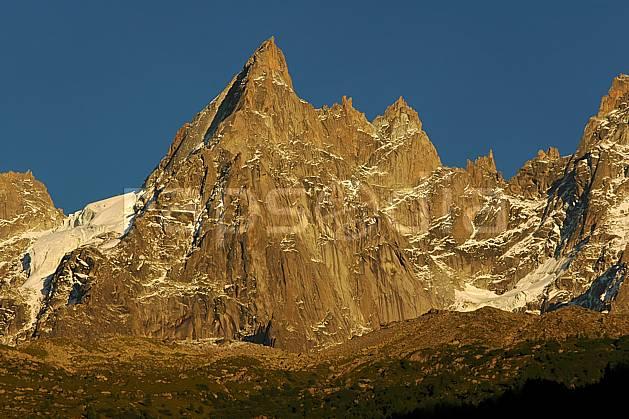 ba042097LE : Aiguille du Peigne, Massif du Mont Blanc, Haute-Savoie, Alpes.  Europe, CEE, coucher de soleil, pic, falaise, C02, C01 haute montagne, moyenne montagne, paysage, Annecy 2018 (France).
