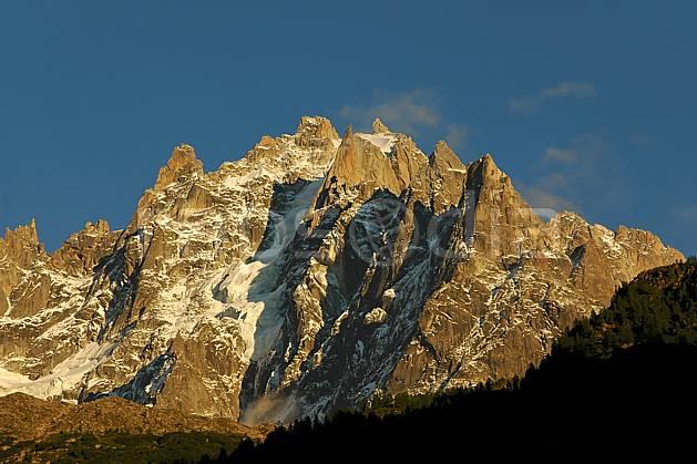 ba042098LE : Aiguille du Plan, Massif du Mont Blanc, Haute-Savoie, Alpes.  Europe, CEE, coucher de soleil, glacier, pic, falaise, C02, C01 haute montagne, moyenne montagne, paysage, Annecy 2018 (France).