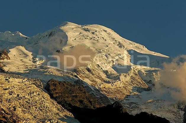 ba042100LE : Dôme du Goûter, Massif du Mont Blanc, Haute-Savoie, Alpes.  Europe, CEE, coucher de soleil, glacier, sérac, crevasse, C02, C01 haute montagne, moyenne montagne, paysage, Annecy 2018 (France).