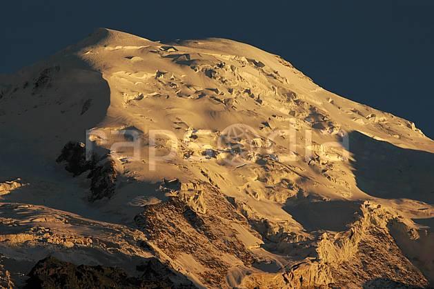 ba042102LE : Dôme du Goûter, Massif du Mont Blanc, Haute-Savoie, Alpes.  Europe, CEE, coucher de soleil, glacier, sérac, crevasse, C02, C01 haute montagne, moyenne montagne, paysage, Annecy 2018 (France).