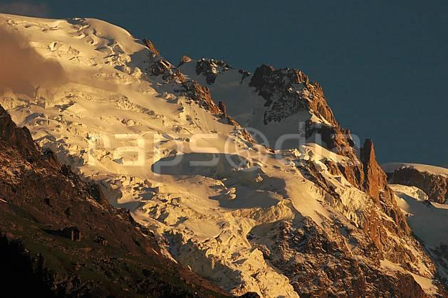 ba042103LE : Glacier des Bossons, Massif du Mont Blanc, Haute-Savoie, Alpes.  Europe, CEE, coucher de soleil, glacier, sérac, crevasse, C02, C01 haute montagne, moyenne montagne, paysage, Annecy 2018 (France).
