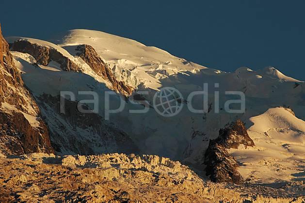 ba042104LE : Mont Blanc, Massif du Mont Blanc, Haute-Savoie, Alpes.  Europe, CEE, coucher de soleil, glacier, sérac, crevasse, C02, C01 haute montagne, moyenne montagne, paysage, Annecy 2018 (France).