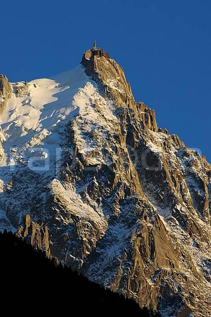 ba042105LE : Aiguille du Midi, Massif du Mont Blanc, Haute-Savoie, Alpes.  Europe, CEE, coucher de soleil, glacier, falaise, C02, C01 haute montagne, moyenne montagne, paysage, Annecy 2018 (France).