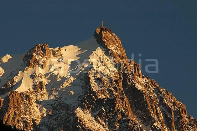 ba042106LE : Aiguille du Midi, Massif du Mont Blanc, Haute-Savoie, Alpes.  Europe, CEE, coucher de soleil, pic, glacier, C02, C01 haute montagne, moyenne montagne, paysage, Annecy 2018 (France).