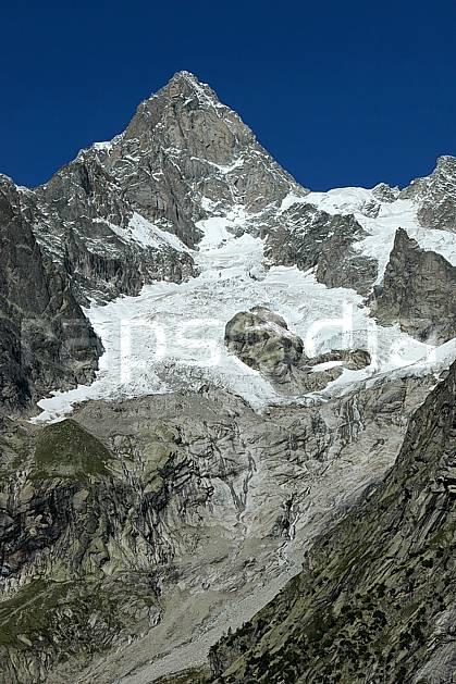 ba042132LE : Aiguille de Leschaux, Massif du Mont Blanc, Alpes.  Europe, CEE, glacier, falaise, mur, C02, C01 haute montagne (Italie).