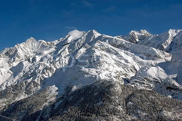 ba050001LE : Aiguille de Bionnassay, dômes de Miages et Tré la Tête, Massif du Mont Blanc, Haute-Savoie, Alpes.  Europe, CEE, panorama, chaine de montagnes, C02, C01 forêt, haute montagne, moyenne montagne, Annecy 2018 (France).