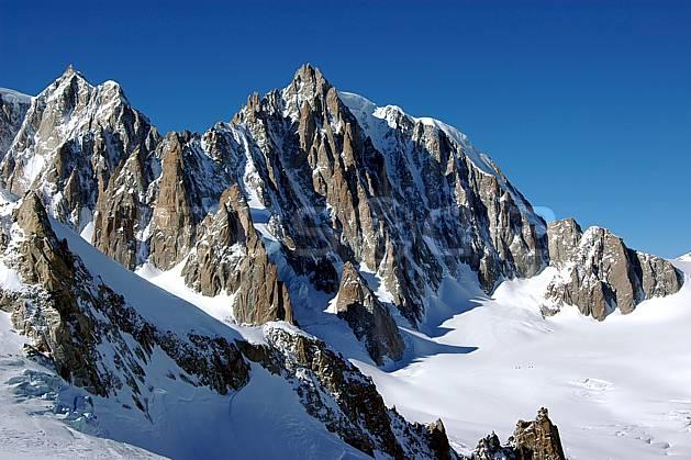 ba050859LE : Envers du Tacul, Massif du Mont Blanc, Haute-Savoie, Alpes.  Europe, CEE, panorama, chaine de montagnes, falaise, mur, pic, C02, C01 haute montagne, Annecy 2018 (France).