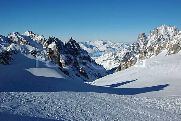 ba050863LE : Aiguilles de Chamonix, glacier du Géant, Drus et Aiguille Verte, Massif du Mont Blanc, Alpes.  Europe, CEE, panorama, chaine de montagnes, pic, vallée, C02, C01 haute montagne (Italie).