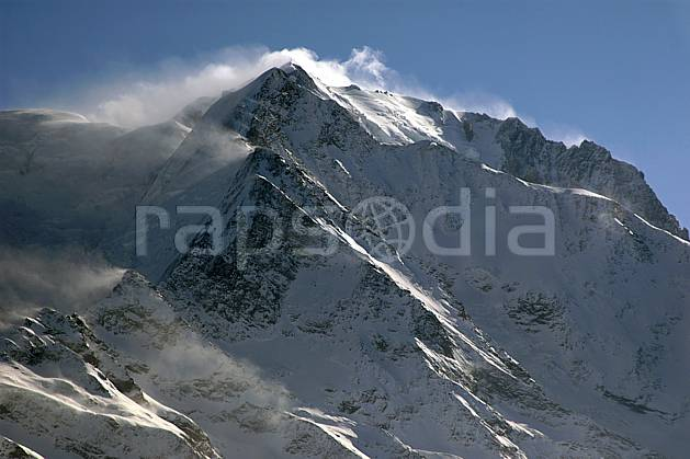 ba050884LE : Aiguille de Bionnassay, Massif du Mont Blanc, Haute-Savoie, Alpes.  Europe, CEE, falaise, mur, aurore, coucher de soleil, C02, C01 haute montagne, nuage, Annecy 2018 (France).