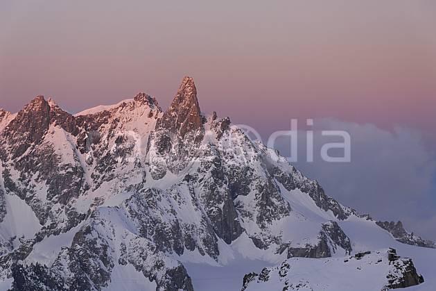 ba061217LE : Dent du Géant, Massif du Mont Blanc, Haute-Savoie, Alpes.  Europe, CEE, chaine de montagnes, panorama, nuit, coucher de soleil, C02, C01 haute montagne, paysage, Annecy 2018 (France).