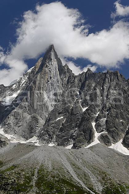 ba062927LE : Aiguille des Drus, Haute-Savoie, Alpes.  Europe, CEE, pic, falaise, C02, C01 haute montagne, nuage, paysage, Annecy 2018 (France).