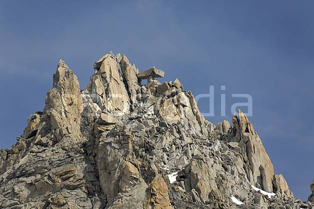 ba063351LE : Gendarme à la Table, Aiguille du Tour, Massif du Mont Blanc, Haute-Savoie, Alpes.  Europe, CEE, sommet, C02, C01 haute montagne, paysage, Annecy 2018 (France).
