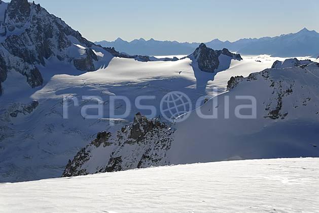 ba063604LE : Col du Midi et glacier du Géant, Massif du Mont Blanc, Haute-Savoie, Alpes.  Europe, CEE, glacier, panorama, C02, C01 haute montagne, paysage, Annecy 2018 (France).