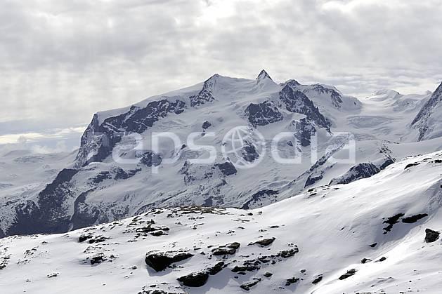 ba070364LE : Vue sur le massif du Mont Rose depuis les pistes de Zermatt, Alpes.  Europe, glacier, mauvais temps, C02 haute montagne, moyenne montagne, nuage, paysage (Suisse).