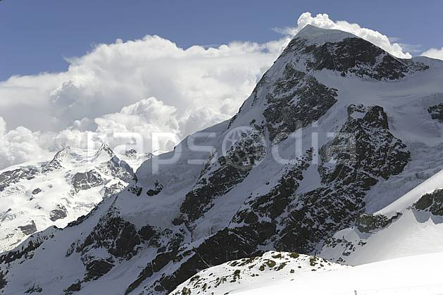 ba070370LE : Vue sur le massif du Mont Rose et le Breithorn depuis les pistes de Zermatt, Alpes.  Europe, C02 haute montagne, nuage, paysage (Suisse).