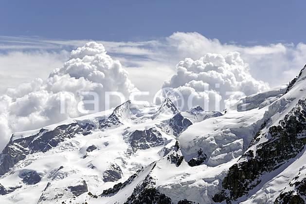 ba070372LE : Vue sur le massif du Mont Rose depuis les pistes de Zermatt, Alpes.  Europe, glacier, C02 haute montagne, nuage, paysage (Suisse).