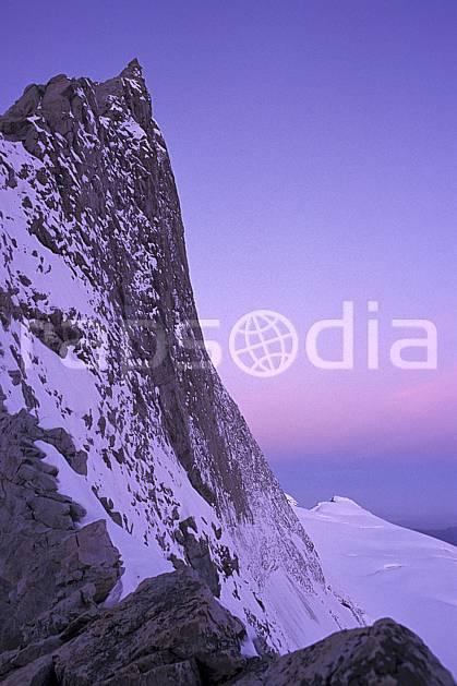 ba0845-35LE : Face nord du Rateau, Oisans, Alpes.  Europe, CEE, brouillard, aurore, falaise, C02, C01 haute montagne, paysage (France).