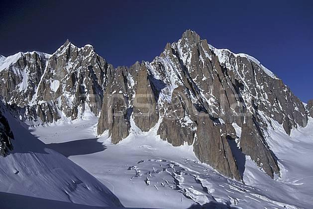 ba0857-09LE : Mont Blanc du Tacul, Alpes.  Europe, CEE, ciel bleu, falaise, C02, C01 haute montagne, paysage (France).