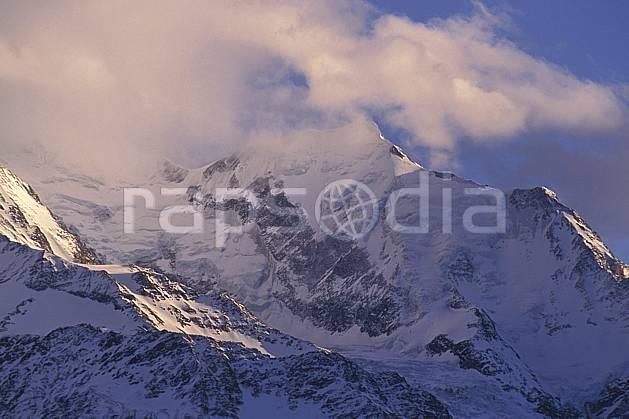 ba0879-22LE : Aiguille de Bionnassay, Massif du Mont Blanc, Alpes.  Europe, CEE, ciel nuageux, glacier, brouillard, C02, C01 haute montagne, paysage (France).