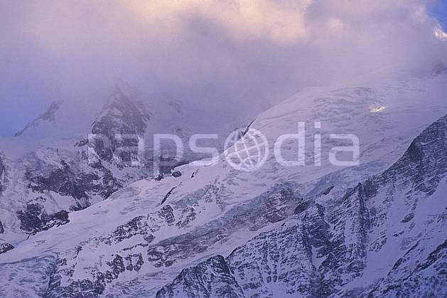 ba0879-25LE : Glacier du Mont Blanc, Massif du Mont Blanc, Alpes.  Europe, CEE, ciel nuageux, brouillard, glacier, C02, C01 haute montagne, paysage (France).