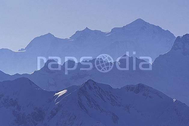 ba0916-29LE : Massif du Mont Blanc, Alpes.  Europe, CEE, brouillard, ciel bleu, C02, C01 haute montagne, paysage (France).
