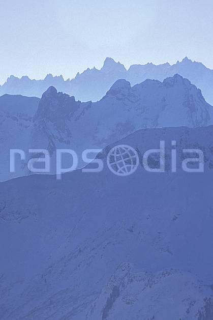 ba0916-30LE : Massif du Mont Blanc, Alpes.  Europe, CEE, brouillard, ciel bleu, C02, C01 haute montagne, paysage (France).