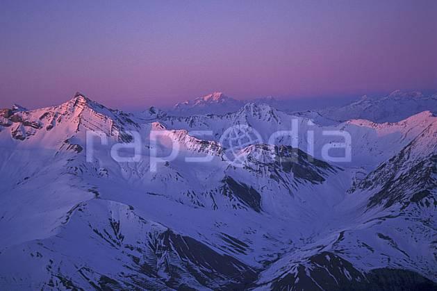 ba0920-01LE : Lever de soleil sur les Alpes depuis la Meije, Oisans, Alpes.  Europe, CEE, espace, pureté, coucher de soleil, aurore, C02, C01 haute montagne, paysage (France).