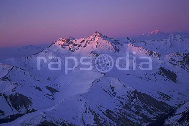 ba0920-03LE : Lever de soleil sur les Alpes depuis la Meije, Oisans, Alpes.  Europe, CEE, espace, pureté, coucher de soleil, aurore, C02, C01 haute montagne, paysage (France).