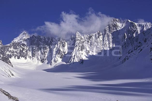 ba0954-08LE : Bassin d'Argentière, Mt Dolent, Triolet, Massif du Mont Blanc, Haute-Savoie, Alpes.  Europe, CEE, ciel bleu, falaise, C02, C01 haute montagne, paysage, Annecy 2018 (France).