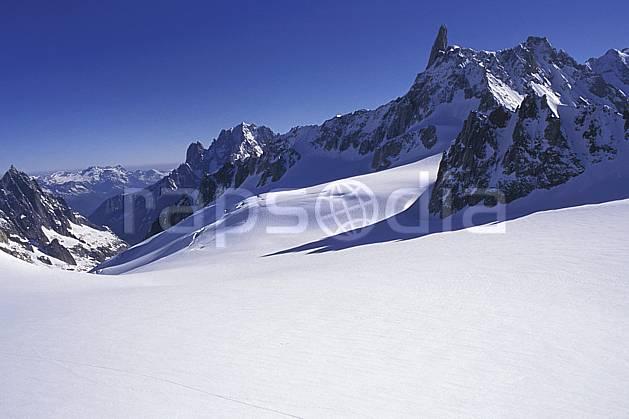 ba0960-02LE : Dent du Géant, Massif du Mont Blanc, Alpes.  Europe, CEE, ciel bleu, vallée, poudreuse, C02, C01 haute montagne, paysage (Italie).