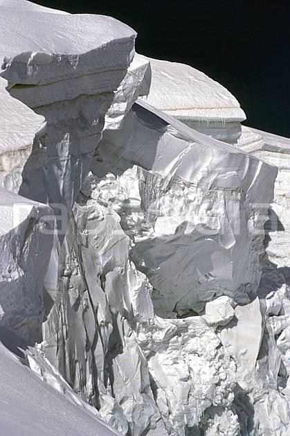 ba0978-07LE : Glacier du Tacul, Massif du Mont Blanc, Haute-Savoie, Alpes.  Europe, CEE, glacier, sérac, crevasse, C02, C01 haute montagne, paysage, Annecy 2018 (France).