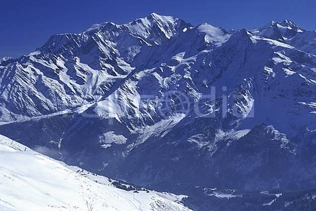 ba2026-31LE : Massif du Mont Blanc, Haute-Savoie, Alpes.  Europe, CEE, ciel bleu, C02, C01 haute montagne, paysage, Annecy 2018 (France).